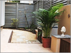ガーデンシンクのあるスパニッシュガーデン