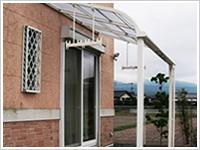 F様邸:アルミ屋根テラス、樹脂製デッキ設置