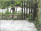 木角柱と硬質砂岩を使った石貼りテラス